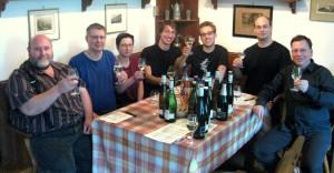 Eine fröhliche Verkostungsrunde beim Weingut Crusius