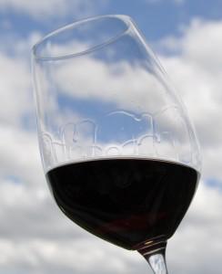 Kirchenfenster im Weinglas