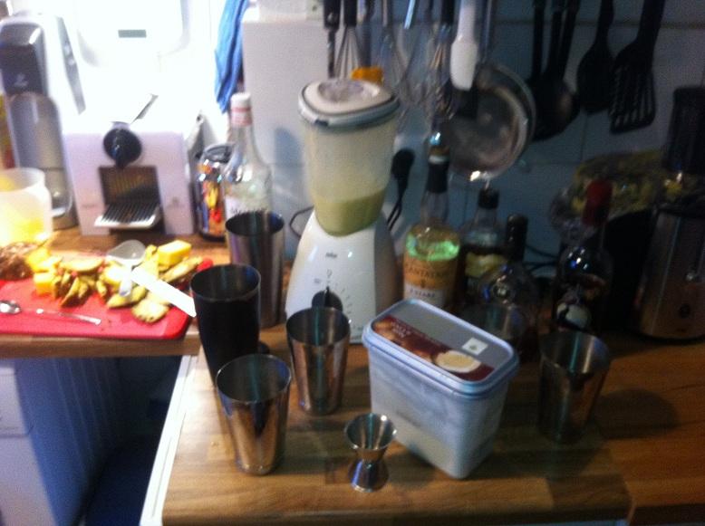 Küchenchaos mit Ananas