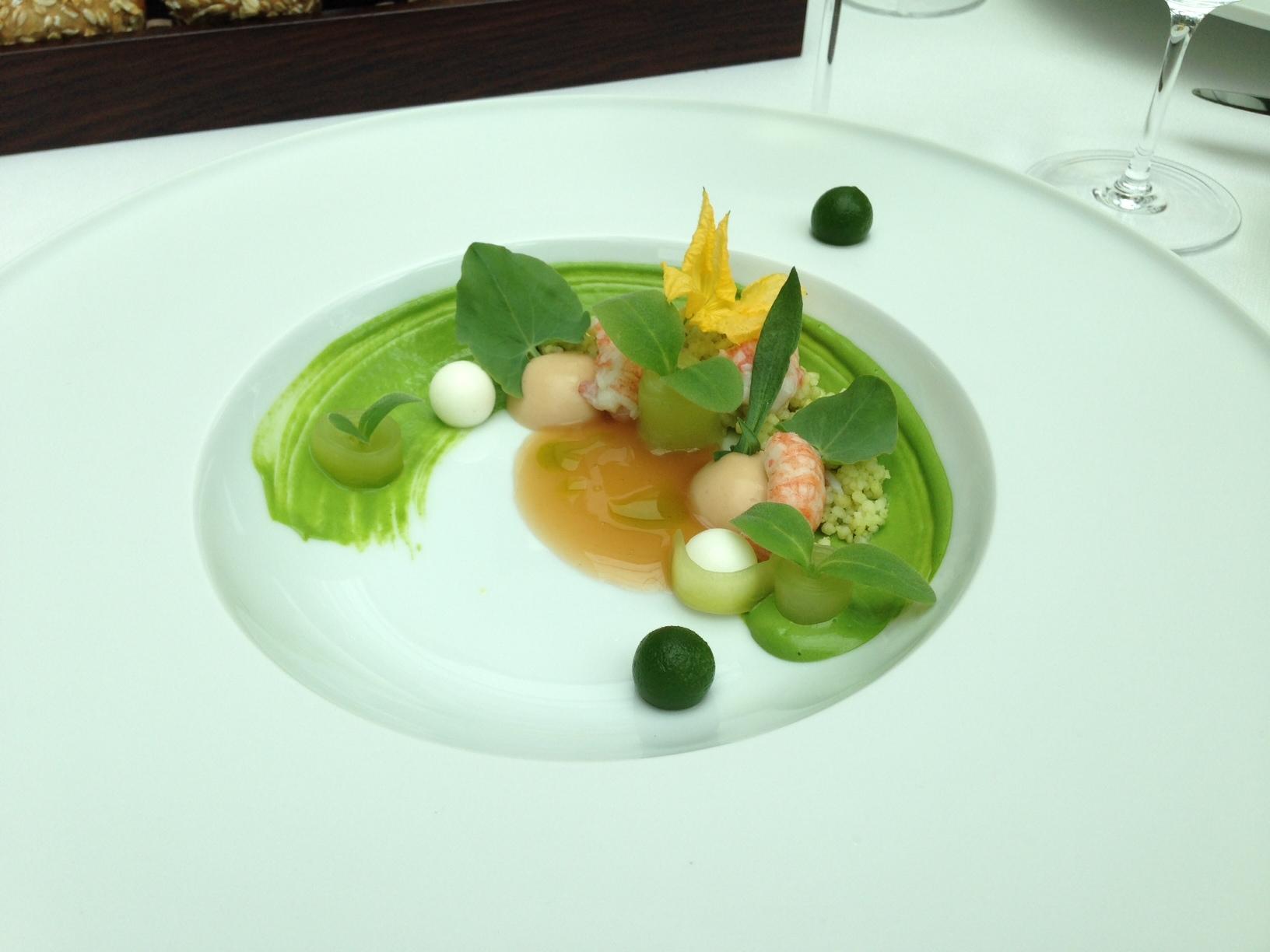 Bachkrebsen – Sauerampfer, Couscoussalat, eingelegte Gurke