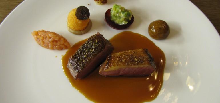 Loué-Entenbrust mit Gewürzhonig, knusprigem Speck & gebackenem Eigelb