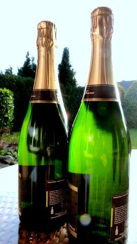 Kaum ein Unterschied - die neue und die alte Flasche.