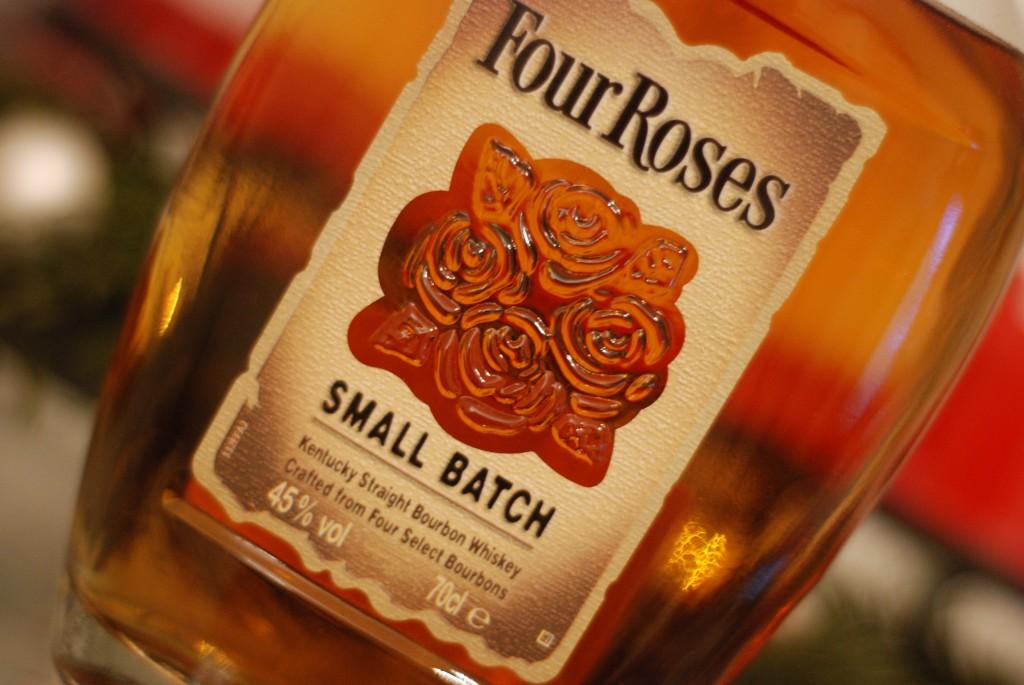 Four Roses Small Batch 45% 0BSO/OBSK/OESK/OESO N: Karamel, Muskat, Schwarze Johannisbeere, Rye; G: Rye, Getreide, Zimt; Pfeffer im Abgang